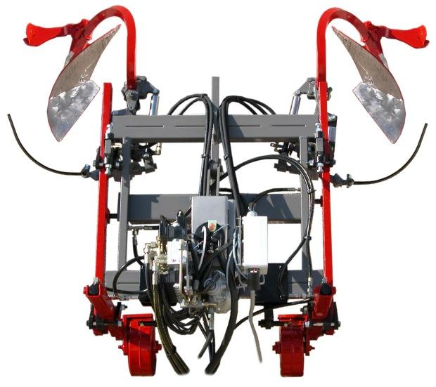 Cadre Double hydraulique équipé de 2 porte-interceps décavailloneur avec cure-cep et de terrages sur roues blindés pivotantes.